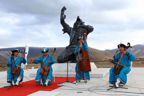 <p>Traditional Mongolian throat singing at the sculpture's unveiling.</p>