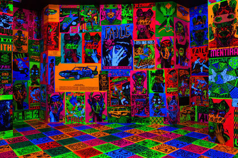 <p>The FAILE & BAST Deluxx Fluxx Arcade<br/> Black Light Room</p>